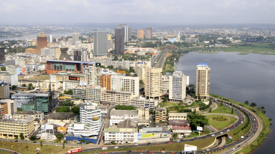 An aerial view from a U.N. helicopter shows Plateau, the business area in Abidjan December 27, 2010. REUTERS/Thierry Gouegnon (IVORY COAST - Tags: CITYSCAPE SOCIETY) - RTXW1FV